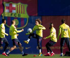 Barça failing to convice sidelined player to leave. EFE
