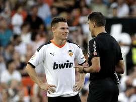 Gameiro achacó el empate a la falta de ganas del Valencia. EFE/Manuel Bruque