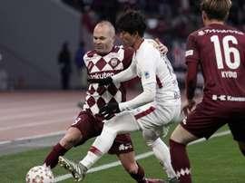Iniesta conquistou mais um título no futebol japonês. EFE/EPA/KIMIMASA MAYAMA/Arquivo
