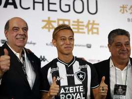 Com febre, Keisuke Honda tem estreia incerta no Botafogo. EFE/Marcelo Sayão