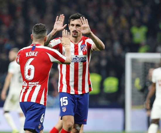 Koke e Savic estão disponíveis para enfrentar o Atlético de Madrid. EFE/Víctor Lerena