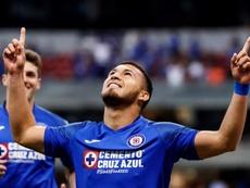 Cruz azul logró un gran triunfo ante Pachuca. EFE/ José Méndez