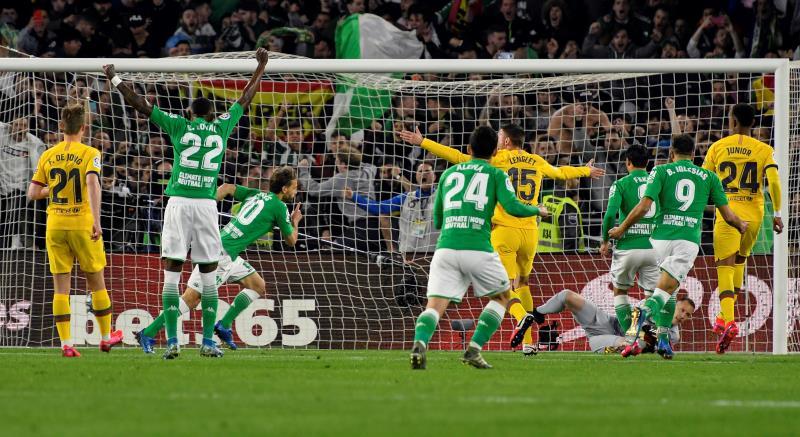 Messi saca el extintor - Betis 2 Barcelona 3