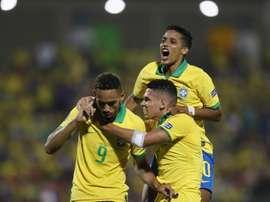Brasil ficaria sem diversos jogadores que completarão 24 anos. EFE/Ernesto Guzmán Jr.