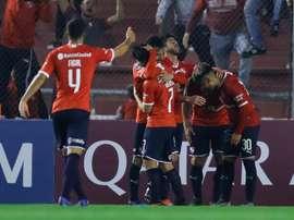 Independiente llega tras perder el derbi de Avellaneda. EFE