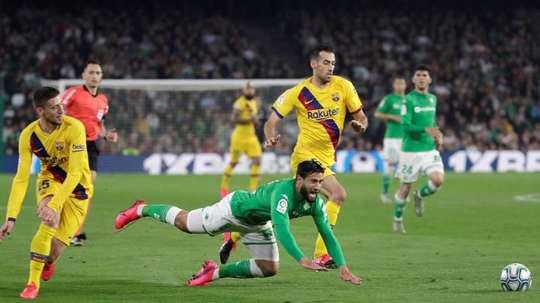Barca aren't losing sight of Fekir. EFE