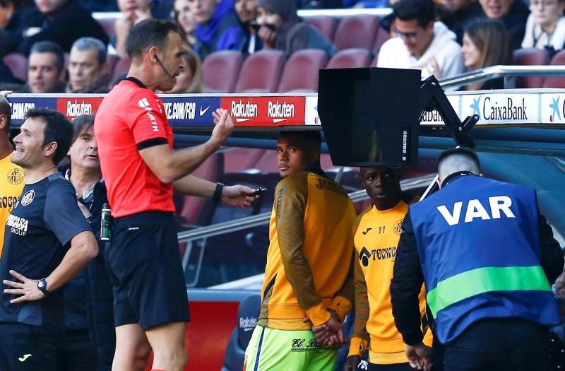 Estas son las nuevas reglas del fútbol: manos, penaltis, VAR...