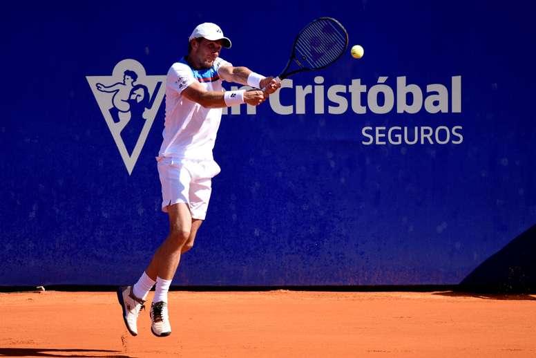 El noruego Casper Ruud en acción ante el argentino Juan Ignacio Londero el pasado sábado por la semifinal del torneo de tenis ATP Argentina Open, en Buenos Aires (Argentina). EFE/Fabián Mattiazzi