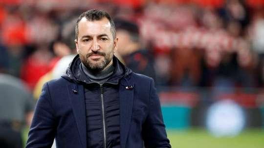 Diego Martínez dio valor al triunfo y ya piensa en el Madrid. EFE