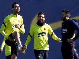 Messi, entre aldogones. EFE