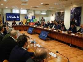 La secretaria de Estado para el Deporte, Irene Lozano (c-atrás) recibe este viernes a las Federaciones Deportivas Españolas en Madrid. EFE/Paco Campos