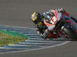 El piloto suizo de moto2, Thomas Luthi (Liqui Moly), durante los primeros test oficiales de pretemporada para el Campeonato del Mundo de Motociclismo. EFE/ Raúl Caro.