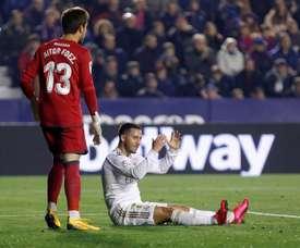 Mata lamentou as lesões de Hazard. AFP