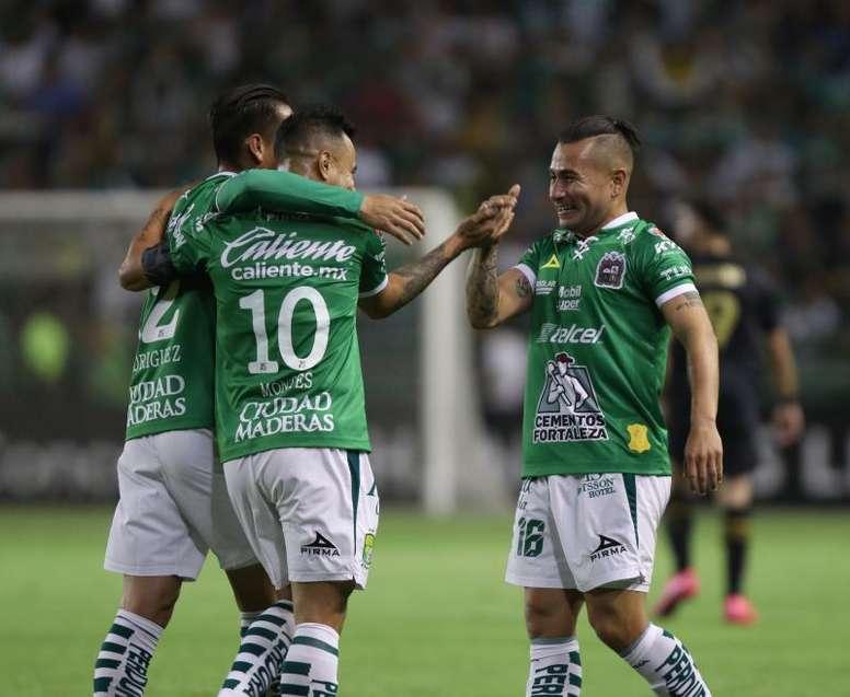 León marcha a un punto del líder. EFE/ Gustavo Becerra