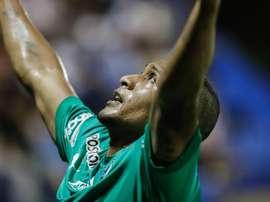Palavecino fulmina las opciones de Club River Plate. EFE/Nathalia Aguilar