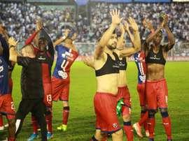 Atlético Tucumán rema para morir en la orilla de los penaltis. EFE/Nicolás Núñez