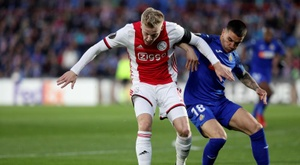 Van de Beek can forget about Madrid. EFE