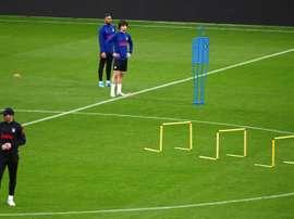 Costa se ejercitó con precaución para el choque ante el Espanyol. EFE