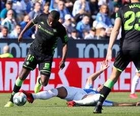 Mourinho e Nuno disputam William Carvalho. EFE/Juan Carlos Hidalgo