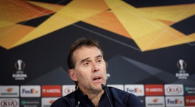 La afición del Sevilla cargó contra Lopetegui. EFE