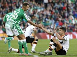 Valencia y Betis se ven las caras en Mestalla. EFE/José Manuel Vidal
