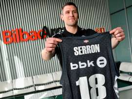 Presentación este viernes del nuevo jugador del RETAbet Bilbao Basket, el internacional belga Quentin Serron. EFE/Miguel Toña.