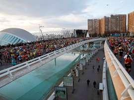 El 99 por ciento de los participantes en el maratón Trinidad Alfonso EDP, que se disputó el 1 de diciembre de 2019, ha recomendado a otras personas a disputar la carrera de Valencia, que ha recibido una valoración de 8,9 puntos sobre diez. EFE/ Juan Carlos Cárdenas/Archivo