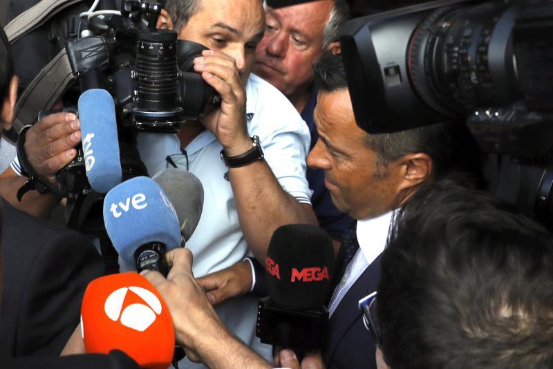 Jorge Mendes, rodeado de micrófonos