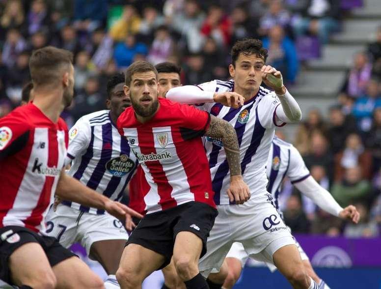 Íñigo Martínez lamentó el retraso de la Eurocopa a 2021. EFE/R. García