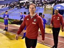 De Boer admite que su rival es duro y vería bien un empate. EFE