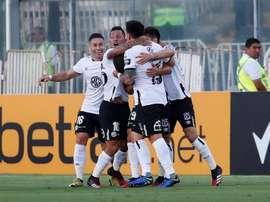 Colo Colo derrotou o Athletico Paranaense pela fase de grupos da Libertadores. EFE/Alberto Valdés
