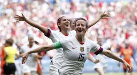 Rapinoe tildó de vergüenza el fútbol femenino inglés. EFE/Ian Langsdon