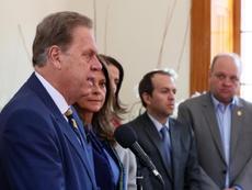 Colombia, paralizada por salvaguardar la integridad. EFE