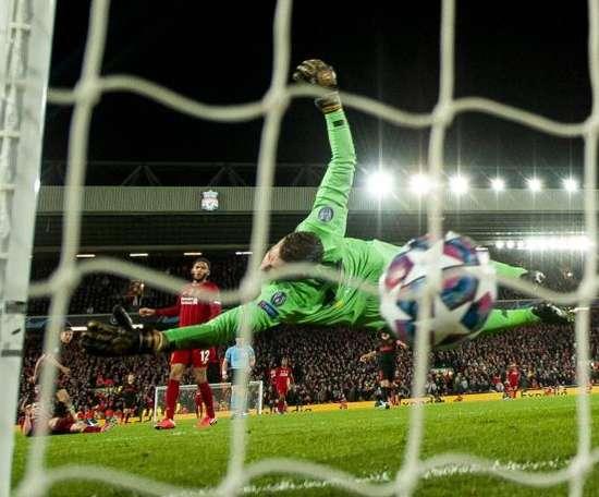 Adrian a fêté le titre avec les joueurs de Liverpool. EFE