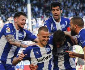 O Grupo Alavés-Baskonia tem 15 casos de coronavírus, sendo dez no time de futebol. EFE/David Aguilar