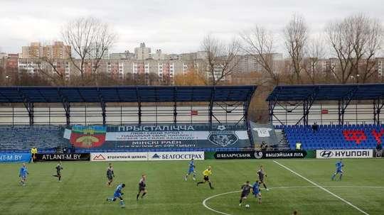 Bielorrusia es el único país en el que el fútbol sigue. EFE