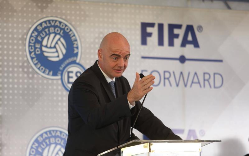 JO: la Fifa salue le report,
