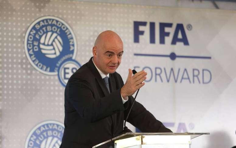FIFA planeja adaptações do mercado de transferências. EFE/Miguel Lemus/Archivo