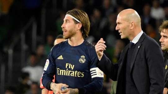 Zidane motive ses troupes. EFE