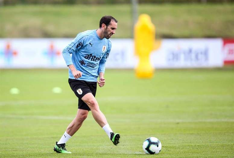 Mou wants to sign former Atletico player Diego Godin. EFE