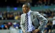 El entrenador Dwane Casey de los Detroit Pistons. EFE/José Méndez/Archivo
