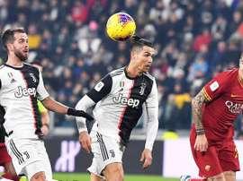 La Serie A se va rindiendo ante el coronavirus. EFE