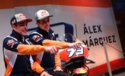 Los hermanos Marc (izq) y Alex Márquez, pilotos oficiales de MotoGP del equipo Repsol Honda. EFE/ Víctor Lerena/Archivo