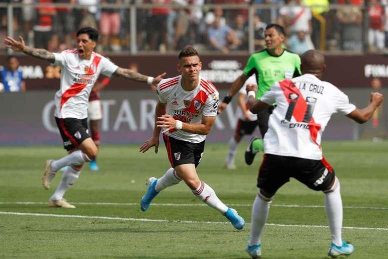 Ainda não há uma data de encerramento definida para o mercado do futebol. EFE/Paolo Aguilar/Arquivo