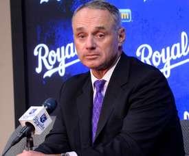 En la imagen, el comisionado de las Grandes Ligas, Rob Manfred. EFE/Larry W. Smith/Archivo