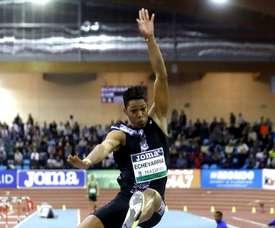 Fotografía tomada el pasado 21 de febrero en la que se registró al atleta cubano Juan Miguel Echevarría, durante la última parada del World Athletics Indoor Tour, en Madrid (España). EFE/J.J. Guillén