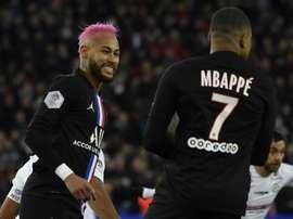Quem tem maiores salários, como Mbappé e Neymar, terão 50% de corte. EFE/EPA/Julien de Rosa/Arquivo