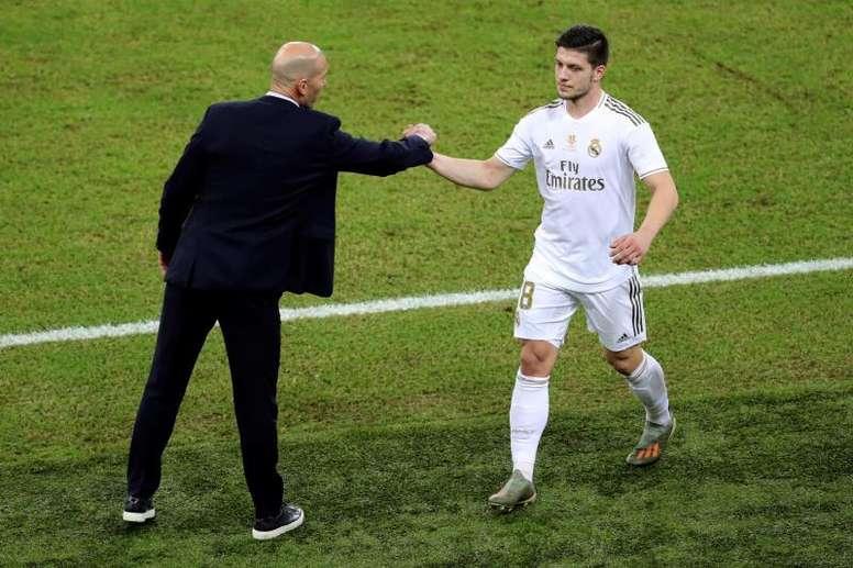 De Laurentiis confirmó que el Nápoles se reunió con el agente de Jovic. EFE