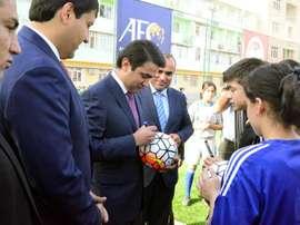 'Spoiler' del presidente tayiko: las grandes ligas jugarán a puerta cerrada. EFE