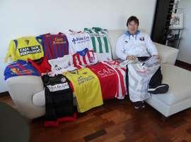 El preparador Alejandro Valenzuela contó cómo es compartir vestuario con Raúl o Xavi. EFE